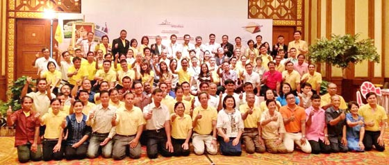 ร่วมกับผู้นำชุมชนทั่วประเทศ ถวายพระพร และศึกษาดูงานโครงการส่วนพระองค์สวนจิตรลดา … ดูพ่อทำ แล้วนำมาปรับใช้