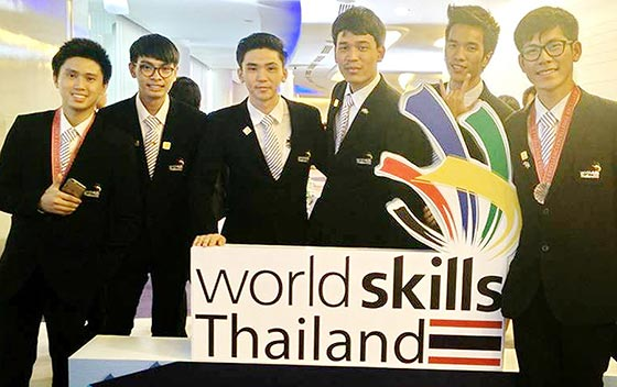การมอบรางวัลให้กับเยาวชนจากการแข่งขันฝีมือแรงงานในระดับนานาชาติ : World Skills 2015