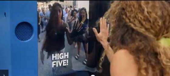 Live High Five จาก สายการบิน KLM
